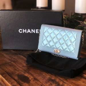 ✨Chanel✨2016 iridescent boy purse leather woc
